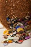 Obracający kosz z opuszczający za rozmaitość kolorowych guzikach, szwalni akcesoria fotografia royalty free