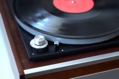 Obracanie prędkości zmiana w starym wintage turntable z instaled dokumentacyjnym bocznego widoku zbliżeniem zdjęcie royalty free