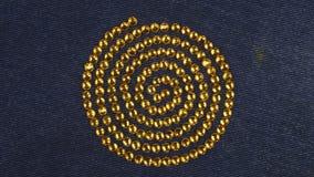 Obracanie spirala robić żółci rhinestones symbol życie siła Odgórny widok zbiory wideo