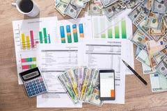 obrachunkowy roczny budżet w biurze dolarowy qand euro zdjęcia royalty free