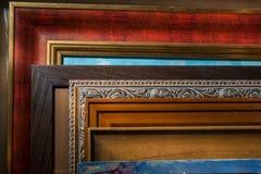 Obramiający obrazki w artysty studiu obrazy royalty free