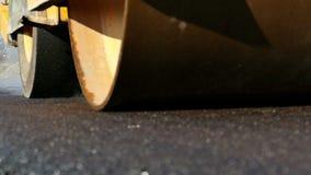 Obras viales con el rodillo de camino almacen de metraje de vídeo