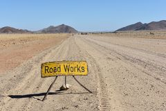 Obras viales en África, Namibia foto de archivo