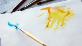 obraz abstrakcyjne Akwareli farby na bielu moczą papier Zamyka up barwioni rozmazy i pluśnięcia zdjęcie wideo