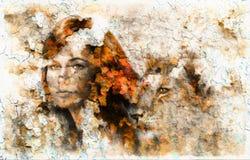 Obraz młoda kobieta i lwa lisiątko Kontakt wzrokowy zdjęcia stock
