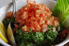 Obrazek Arabska sałatka, świeży tabouleh robić pietruszka, pomidory, cytryna sok, mennica obrazy royalty free