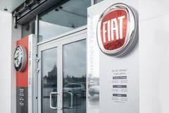 Obrazek Fiat handlowa sklep z emblematem przy dzwi wejściowy Ja jest czysty i niektóre cudu skutek obraz stock