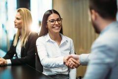 Obrazek ludzie biznesu dyskutuje na spotkaniu zdjęcia royalty free