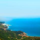 Obrazek miasto na wybrzeżu od ptasiego bocznego widoku obraz royalty free