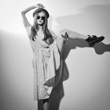 Obrazek moda splendoru model w szkłach ciągnie Fotografia Royalty Free