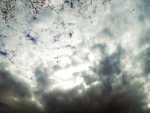 Obrazek niebieskie niebo z krwawymi chmurami Zdjęcia Stock