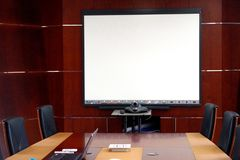 Obrazek pokój konferencyjny z wszystkie nowożytnymi narzędziami potrzebującymi dla skutecznej komunikacji zdjęcia stock