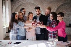 Obrazek pomyślna biznes drużyna ma świętowanie Zdjęcia Royalty Free