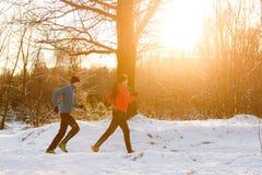 Obrazek sporty mężczyzna i kobieta na ranku bieg obraz royalty free