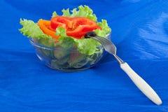 Obrazek talerz z cięcie pieprzowymi i czarnymi oliwkami Fotografia Stock