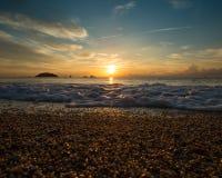 Wschód słońca nad wodą Zdjęcie Royalty Free