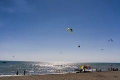 Obrazki Long Beach w Montenegro spotkaniu kitesurfers 03- Zdjęcie Stock