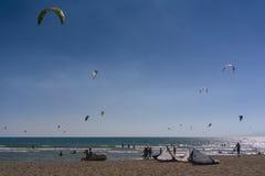 Obrazki Long Beach w Montenegro spotkaniu kitesurfers 03- Fotografia Stock