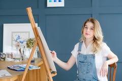 Obrazu hobby osobowości talentu dziewczyny pomysłowo remis zdjęcia royalty free