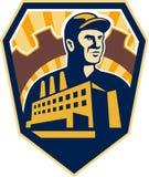 Obrero Building Cog Shield retro Imágenes de archivo libres de regalías