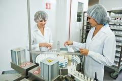 Obrero industrial farmacéutico Foto de archivo libre de regalías