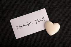 Obrigado escrito à mão em um cartão branco Imagem de Stock Royalty Free