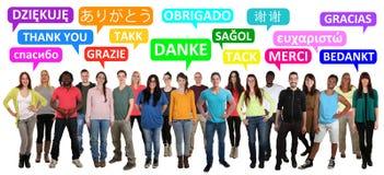 Obrigado que diz o multi grupo étnico de jovens foto de stock