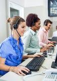 Obsługa Klienta przedstawiciele Używa komputery Obrazy Stock