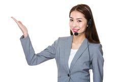 Obsługi klienta pomocnicze z otwartą ręki palmą fotografia royalty free