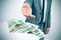 Obsługuje brać kopertę dolarowi rachunki pełno Obrazy Stock