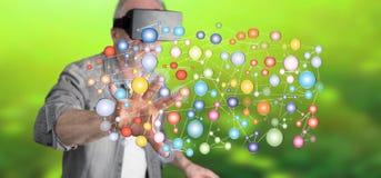 Obsługuje być ubranym rzeczywistości wirtualną słuchawki dotyka ogólnospołecznego sieci pojęcie na dotyka ekranie Zdjęcie Royalty Free