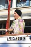Obsługuje jazdę na pławiku w Provincetown Karnawałowej paradzie Fotografia Royalty Free