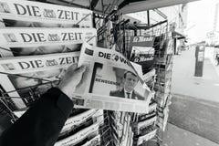 Obsługuje kupować Die Welt z niedawno wybierającym Francuskim prezydentem Emma Zdjęcie Royalty Free