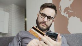 Obsługuje kupować online smartphone kredytowego banka kartą zbiory wideo