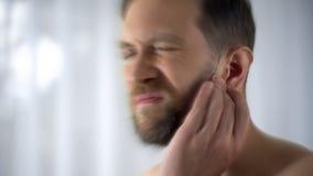 Obsługuje mienia kaleczenia ucho, otitis lub infekcji otolaryngologist problemów, zakończenie w górę obrazy stock