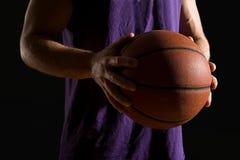 Obsługuje mienie koszykówkę obrazy stock