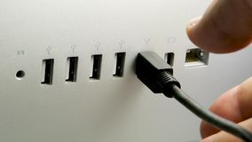 Obsługuje odłączać firewire'u akcesorium od nowego iMac pro komputeru zbiory