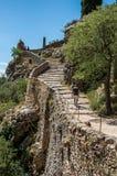 Obsługuje odprowadzenie w górę schody Notre-Dame De Beauvoir kościół Zdjęcie Stock