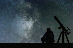Obsługuje patrzeć gwiazdy, astronomia teleskop Milky sposób gwiaździsty zdjęcie stock