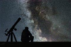 Obsługuje patrzeć gwiazdy, astronomia teleskop Milky sposób gwiaździsty fotografia stock