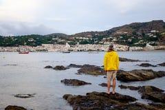 Obsługuje patrzeć małą wioskę Portowy De Los angeles Selva zdjęcie stock