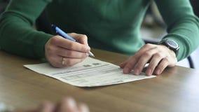 Obs?uguje podpisywa? ubezpieczenie samochodu kontrakt po sprawdza? warunki zbiory wideo
