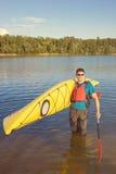 Obsługuje podróżować na rzece w kajaku Zdjęcie Stock