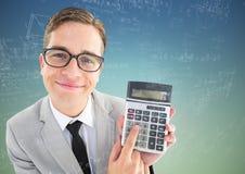 Obsługuje przyglądającego up z kalkulatora i matematyki doodles przeciw błękitnej zieleni tłu Obraz Stock