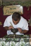 Obsługuje sprzedawać leczniczych ziele w średniowiecznym rynku w à  Vila Zdjęcie Stock