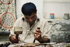 Obsługuje troskliwego tradycyjnego drewnianego artefakt w dziejowym izolującym mieście jedwabny szlak zdjęcie stock