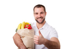 Obsługuje trzymać papierową torbę warzywa z kciukiem up pełno Zdjęcia Royalty Free