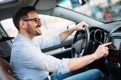 Obsługuje Używać Gps system nawigacji W samochodzie podróżować Obraz Stock
