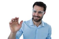 Obsługuje używać ochronnego eyewear udaje dotykać niewidzialnego przedmiot Obraz Royalty Free