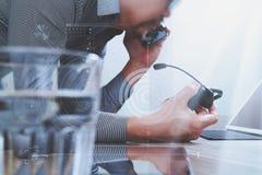 Obsługuje używać VOIP słuchawki z cyfrowej pastylki komputerową kurtyzacją smar Zdjęcia Royalty Free